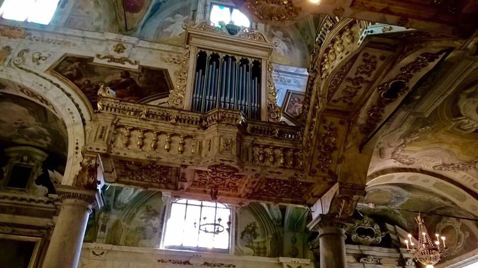 interno chiesa a Lucca
