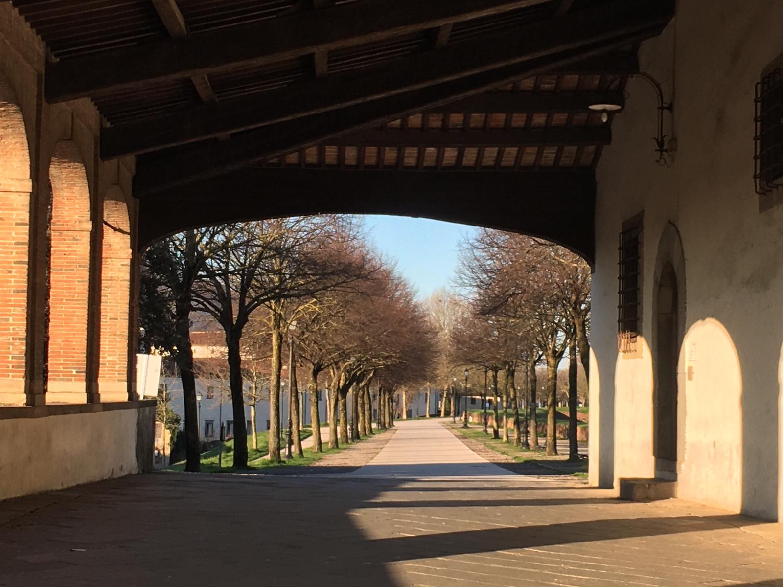 Mura di Lucca deserte